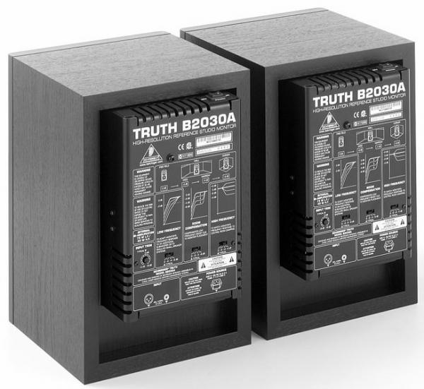 BEHRINGER Loppu! TRUTH B2030A Aktiivinen kaksitiemonitori pari. Sisäiset 80/35 W päätteet. 1