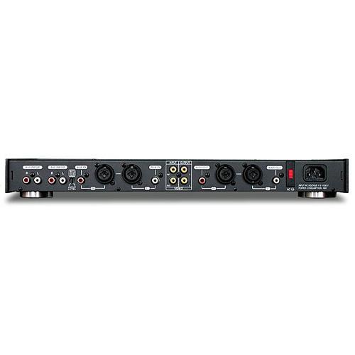 VOCOPRO KC-300 PRO transponointilaite key kontrol, Studio quality DSP Key Controller/Sonic Enhancer, Studiotason sävelkorkeuden säädin/ Sonic Enhancer.KC-300 PRO:n Sonic Enhancer parantaa dramaattisesti karaokelaitteistosi soundia.  Sen avulla voit säätää ylä- ja alaääneet soimaan juuri niin kuin haluat.17-askelmaisella studiolaatuisella DSP sävelkorkeudensäätimellä nostat tai lasket soitettavan melodian sävelkorkeutta luonnollisen kuuloisesti.  Laitetta käytetään mm. Musiikkistudioissa. Tuote on 19