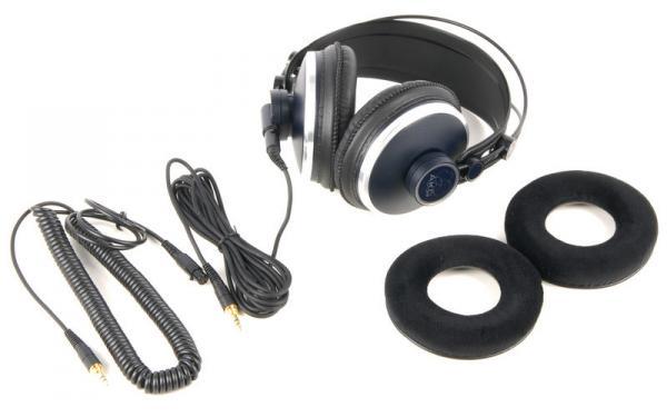 AKG K271 MKII Studio kuuloke, MKII kuulokepaketit sisältävät kahdet piuhat (3 ja 5 metriä) ja kahdet korvatyynyt (keinonahkaiset ja samettiset). Todella upeat ja laadukkaat kuulokkeet studio monitorointiin tai musiikin kuunteluun kun haluat tarkkuutta.