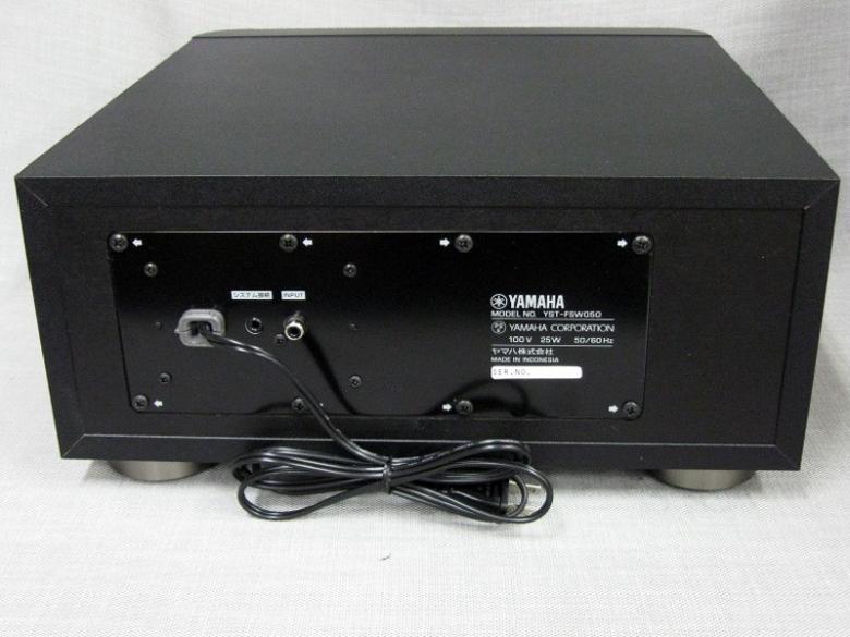 YAMAHA YST-FSW050BL aktiivisubwoofer 100W musta erittäin litteä pieneen tilaan. Aktiivi subwoofer, 100W, magneettisuojattu, 30-160 Hz, YST II teknologia, musta. Leveys: 35 cm, Syvyys: 35 cm, Korkeus: 16.3 cm, Paino: 8.5 kg.