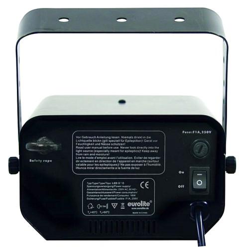 EUROLITE LED H2O Vesiefektivalaisinprojektori sinisillä LEDeillä. Pieni ja tehokas. Sisäänrakennettu efekti-pyörä tarjoaa ihastuttavan vesi-efektin. Kiinteä asennus on suositeltavaa. Kotiin, kylpylään, loungeen, clubille luomaan miellyttävä ilmapiiri. Kytke laite päälle luodaksesi välittömän vesi-efektin. Mitat: 230 x 190 x 175 mm  Paino: 2 kg