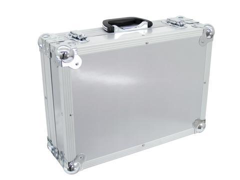 ROADINGER Kuljetuslaatikko vaahtomuovi sisuksella väri hopea. Universal case FOAM, black. Laadukas case universaaliin kuljetukseen. Sisusta foamia, jonka voi muotoilla omaan käyttöön sopivaksi. Ulkomitat 460 x 345 x 165 mm sekä paino 4,2kg. (sisämitat 420x 295x120mm)