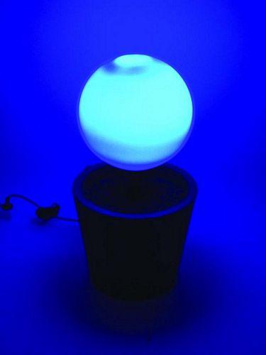 EUROLITE LED Globe 35 cm outdoor. Väriä vaihtava ulkokäyttöön soveltuva LED-pallo.