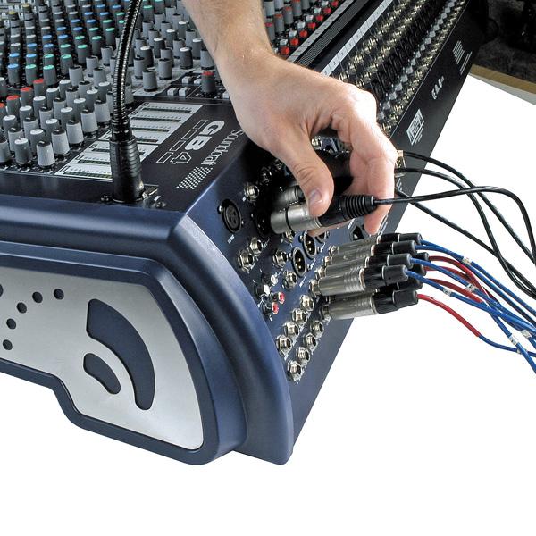 SOUNDCRAFT GB4 40/4 Sali- ja monitorimikseri, GB30-mikrofonietuaste, korkealuokkainen nelialueinen GB30 EQ, 2 stereotulokanavaa, 4-ryhmää, left-center-right lähdöt, 8 auxia, 7x4 matriisi, 4 muteryhmää, direct outit kanavissa