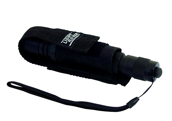 EUROLITE LED flashlight 3 W. Rugged aluminium lamp with high-power-LED. Erittäin tehokas LED-taskulamppu, valaisee jopa 1000m saakka.