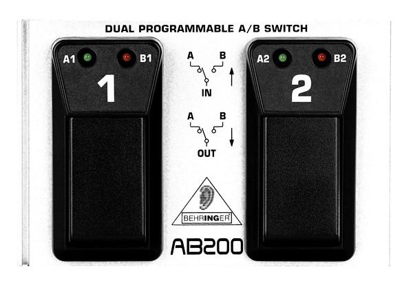 BEHRINGER DUAL A/B SWITCH ohjelmoitava jalkakytkin. AB200 2-kanavainen A/B-boksi, joka toimii loistavana apuvälineenä kaikille jotka käyttävät useampia vahvistimia tai soittimia. Kohinaton ja hairiötön toisto.