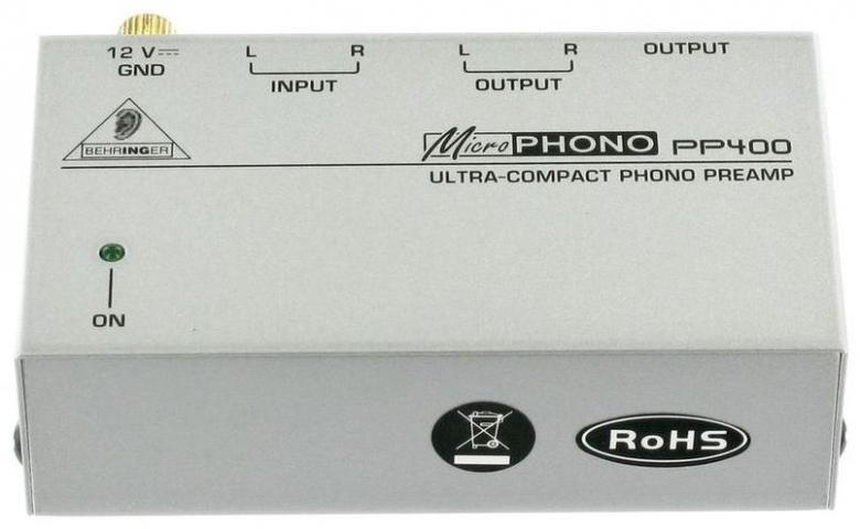 BEHRINGER Microphono PP400 Riia-korjain vinyyli levysoittimelle. Näinä MP3-soittimien aikoina voi helposti unohtua, että toimiakseen esim. mikserissä vinyylisoitin tarvitsee hieman apua. Riia korjain, Ultra-Compact Phono Preamp. Kun mikserissä tai vahvistimessa ei ole Phono liitäntää tarvitaan siihen korjain, joka muuntaa signaalin levysoittimelle line tasoon sopivaksi! MICROPHONO PP400, Ultra-Compact Phono Preamp Riia korjaimella saat levysoittimen kiinni linja tasoiseen liitäntään! 12V virtalähde sisältyy hintaan. Erittäin pienikokoinen.