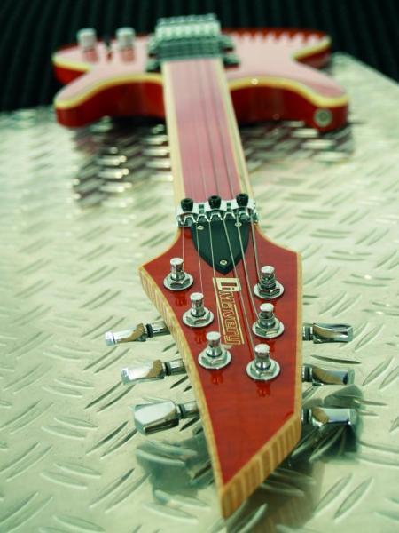 DIMAVERY FL-520 E-Guitar, Fretless, orange, Nauhaton oranssin värinen sähkökitara!