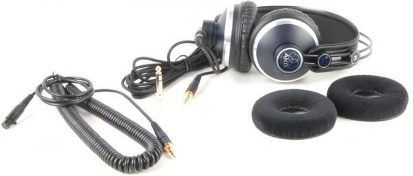 AKG K171 MKII Studio kuuloke, MKII kuulokepaketit sisältävät kahdet piuhat (3 ja 5 metriä) ja kahdet korvatyynyt (keinonahkaiset ja samettiset)