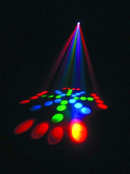 FUTURELIGHT DJ LED Scan 100,  Tehokas ja erittäin pienikokoinen LED scanneri DMX Voidaan käyttää helposti Easy-4 ohjaimella (optio) Kestävät LEDit, ei polttimoiden vaihtoa Voidaan linkittää useampia yhteen Toimii parhaiten pienissä discoissa ja musiikkibaareissa Pieni virrankulutus  Sisään rakennuttu mikrofoni ääniohjaukselle Ohjain tilattava erikseen!