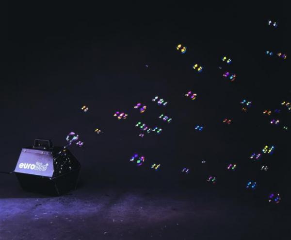 EUROLITE Saippuakuplakone hopea, lisää vain saippuakuplaneste, niin saat mahtavat kuplat aikaiseksi. Saatavilla tavallista saippuakuplanestettä 1:n ja 5:n litran purkeissa sekä UV-nestettä eri väreissä. UV-kuplat HOHTAA mustavalossa. Käyttökohteet: muotishow:t, discot, ja karnevaalit sekä erilaiset juhlat ja muut tapahtumat.  Mitat 270 x 275 x 275mm, paino 3kg.