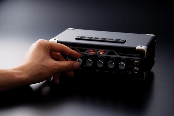 ZOOM ZFX ST2, USb audio interface, Zoom ZFX muuntaa tietokoneet rokkipajoiksi+ softa Steinberg Cubase LE4!