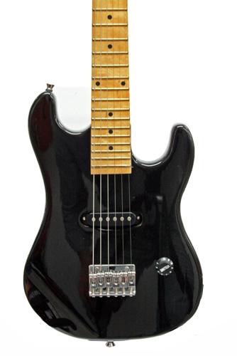 TJP Music Instruments TEG-043 Lasten Junior-mallinen sähkökitara 88cm, musta
