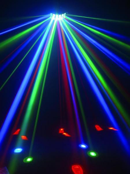 EUROLITE <b>B-STOCK!!Poisto!!</b>  LED D-12 RGBA Double Derby, Perinteinen Discoefekti LED-teknologialla. Todella hienon näköinen BEAM efekti useilla säteillä!Mukana myös ORANSSI väri!Kaksi sädettä lähtee jokaisesta linssistä muodostaen ympyrän muotoisen liikkeen aina basson iskusta.