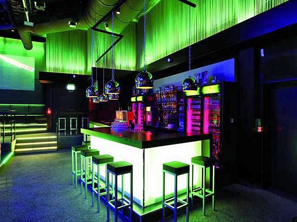 VUOKRAUS Vuokraa, LED-parru LED Bar RGB 252 x 10mm indoor 20° white, sound-controlled or DMX, 12 channels, 30 W Loistava efekti moneen käyttöön. </br> <B>Hinta laite/vrk - EI VOI TILATA NETTIKAUPAN KAUTTA</br> Tilaus puhelimitse: (09) 342 4220 tai sähköpostitse webshop(at)discoland.fi</B>