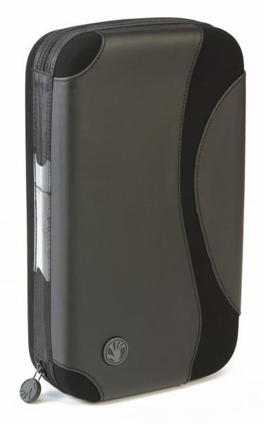 SLAPPA 80 Hardbody CD kuljetuscase PRO, 80 kpl CD levyille PRO Cd Black Wave design. Erittäin pieneen tilaan saat mahtumaan 40 CD- DVD levyä kansien kanssa tai 80 levyä ilman kansia. Tyylikäs toteutus ja näppärä vetoketju kiinnitys. Sisätila vuorattu sametilla ja mikäli CD lehdet- sivut joskus hajoavat, saat hankittua varaosina uusia!