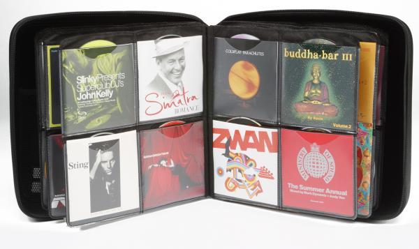 POISTO Slappa 240 Hardbody CD kuljetuscase PRO, 240 kpl CD levyille PRO Cd Platinum design. Erittäin pieneen tilaan. saat mahtumaan 120 CD- DVD levyä kansien kanssa tai 240 levyä ilman kansia. Tyylikäs toteutus ja näppärä vetoketju kiinnitys. Sisätila vuorattu sametilla ja mikäli CD lehdet- sivut joskus hajoavat, saat hankittua varaosina uusia!