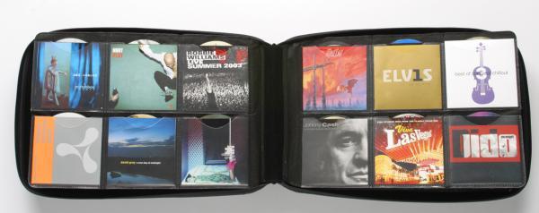 POISTO Slappa 360 Hardbody CD kuljetuscase PRO, 360 kpl CD levyille PRO Cd Black Wave design. Tyylikäs toteutus ja näppärä vetoketju kiinnitys. Sisätila vuorattu sametilla ja mikäli CD lehdet- sivut joskus hajoavat, saat hankittua varaosina uusia.