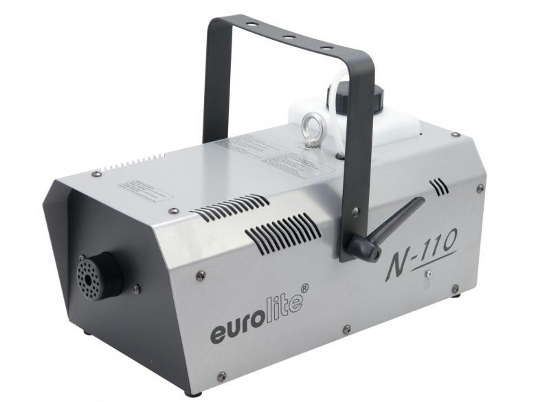 EUROLITE N-110 Savukone kauko-ohjaimella 1000W. Asennuskahva trussi- tai kattoasennukseen. Teho 1000W, lämpenemisaika 4 minuuttia, savun ulostulo n. 5 metriä. Tankin tilavuus 1,5 L, Paino 5kg. Mitat 385 x 310 x 165 mm. Väri hopea. Tuotto 120 m³/minuutissa.
