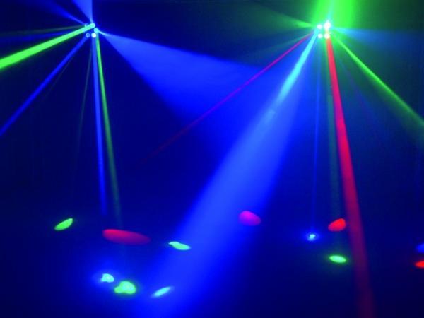 EUROLITE LED RV-3x3 Beam effect, Room-filling RGB effect with LED technology. Uutta Tekniikkaa Retrokuorissa, Tämä Efekti Ei Jää Huomaamamatta!  Säteet loistavat kuudesta linssistä, suorittavat ympyrä-liikkeitä ja vaihtavat suuntaa joka basson lyönnillä. Ääni-ohjattu sisäänrakennetulla. mikrofonilla. Mitat 285 x 250 x 255 mm sekä paino 3,0kg.