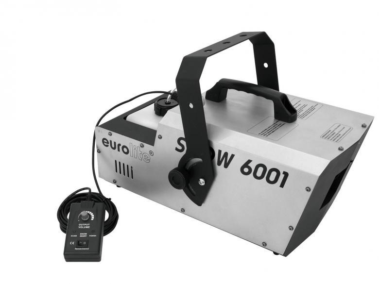 EUROLITE Lumikone Snow 6001 DMX Snow Machine, tehokas lumikone show käyttöön. Lisää vain neste ja valmis käyttöön. Laskee runsaasti lumihiutaleita huoneeseen. Käytön jälkeen lumipeite haihtuu lähes itsestään, säästäen aikaa puhdistettaessa. Lumen tulon ohjaus kauko-ohjaimella. Ideaalinen talvi-aihe discoihin tai tapahtumiin! Tarvitset vain luminestettä lisäksi. Kulutus 120ml/minuutti. Mitat 510 x 330 x 355 mm sekä paino 11,00kg