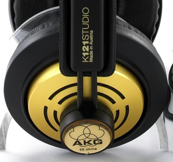 AKG K121 Kuuloke Studio semi-open dynaaminen kuuloke. •Käyttö monitorointi, kotistudiot, musiikin kuuntelu •Puoliavoin•Taajuusvaste: 18- 22.500 Hz•Impedanssi 55 ohmia •Itsesäätyvä pääpanta •kaapeli suora 3 m •Stereoadapteri 3,5 +6,3 mm•Paino 220g