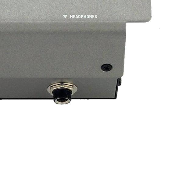 NUMARK M2 Professional Scratch Mixer, 2–Kanavainen DJ-mikseri.Korkeaa laatua pikku rahalla, ota itseäsi niskasta kiinni ja miksaa biitit kohdalleen tällä näpsällä DJ mikserillä!Ulostulot:  Master (RCA), Record (RCA),headphone (1/4