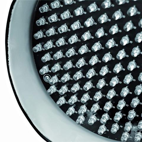 EUROLITE LED PAR-56 valaisin spotti RGB LED Uusi look vanhalle tutulle, PAR-56 Lyhyt Spotti RGB LEDeillä. LED par-heittimiä voit käyttää monissa eri käyttötarkoituksissa, kuten tunnelman luomisessa, stageilla, discossa, kotona sekä julkisissa tiloissa. Teholuokkia on tutteissa nykyään useita ja pienimmästä päästä on tämä par56 valonheitin! LED-valonheitin vaihtuvilla väreillä sekä musiikkiohjauksella, alumiini, 151 Lediä, DMX-ohjattava, 5-kanavaa, 151x 5mm LEDs 21° 23W!