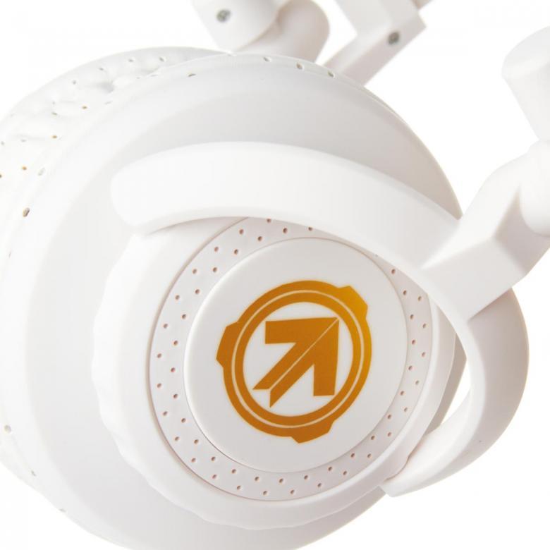 AERIAL7 Tank Blizzard, valkoinen DJ kuuloke!Todellista tyyliä upealla designilla. Potkaisee tyylillä! DJ äänen toistavat TANK kuulokkeet ovat suunnitellut äänentoiston herruuteen, TANK in avulla voit tutustua koko äänen kirjoon, matala jyrinä, johdonmukainen keskialue aina rapeasti toistuva huippuihin. Erittäin paksut tyynyt koteloivat korvia, kun taas leveä säädettävä sanka takaa huippu istuvuuden.