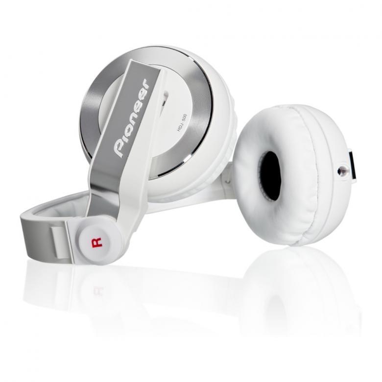 PIONEER HDJ-500W valkoinen Dj-kuuloke on suunniteltu joustavaa DJ-elämäntyyliä varten; ne sopivat sekä koti-DJ:n käyttöön, klubille että oman tanssimusiikin äänentarkkailuun reissussa.