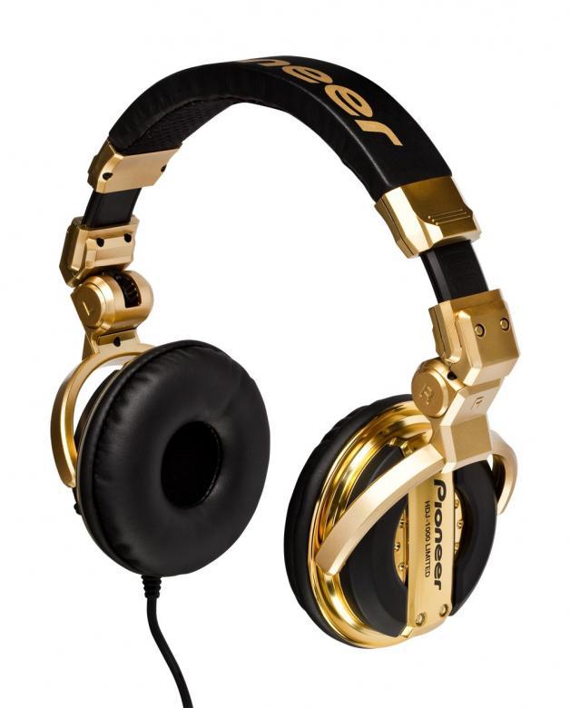 PIONEER HDJ-1000 Kulta Huippu Dj-kuuloke PRO-DJ. Rajoitettu erä. Ammattitason DJ-kuulokkeet, uusi design ja parannetut ominaisuudet. Ammatti-DJ:n tarpeisiin kehitelty HDJ-1000 Limited -malli on uudistettu versio jo olemassa olevasta ja suositusta HDJ-1000-mallista. Nämä kuulokkeet ovat aiempaa mukavammat, ja niiden sisäosien suunnittelun ansiosta matalien äänten kuuntelu on helpompaa. Tehonkesto 3500 mW .