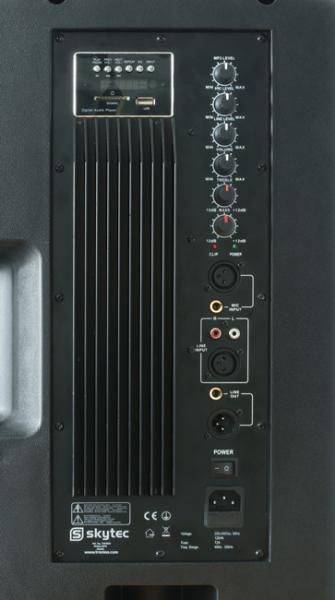 POISTO SKYTEC RC15A-MP3 aktiivikaiutin(poisto)400W MP3-soittimella. USB sekä SD/MMC korttipaikalla! Tällä voit soittaa musiikkia suoraan kaiuttimen takana olevasta soittimesta. RC15A-MP3 kaiutin on kaikkien aikojen monipuolisin paketti. Sisään rakennettu MP3-soitin, USB-tikulle sekä SD/MMC muistikorteille! Laadukas ABS muovista rakennettu runko, 400W tehontuotto, sisäänrakennettu mikseri, mikrofonin sisääntulo, AUX sisään sekä linjaulostulo! Mitat 685 x 460 x 400mm sekä paino 21kg.
