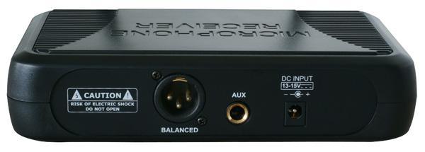 SKYTEC STWM721 Langaton mikrofonisetti 863,100 MHzin vapailla käyttötaajuuksilla, eli lupavapaa. Käsilähetin sekä vastaanotin. Soveltuu loistavasti tiskijukille, juontajille, karaokeen, puhujille sekä laulajille. Edullinen Diversity mikrofoni. Järjestelmä toimii UHF-taajuuksilla. Pakkauksessa mukana paristot, plugi-plugi kaapeli, vastaanotin, lähetin (mikrofoni), käyttöohje ja virtalähde.