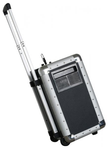 SKYTEC PA-200 BT Siirrettävä Aktiivikaiutinjärjestelmä akkukäyttöinen, USB / SD. Voit kiinnittää mikrofonin, CD-soittimen, Mp3-soittimen linja sisäänmenoon rca liittimillä, ulostulo- linkki muille aktiivikaiuttimille. Tämä tuote on loistava vaikka liikunnanohjaajille, joiden pitää siirtää järjestelmää mukanaan. Laitteessa USB tikulta, SD kortilta toimiva soitin, jossa myös nopeudensäätö. Jopa 4h käyttöaika sekä 8-10h valmius yhdellä latauksella, riippuen äänen voimakkuudesta.    Kevyt kuljettaa, koska näppärä kanto/ vetokahva sekä pyörät alla, paino vain 12.9 kg.