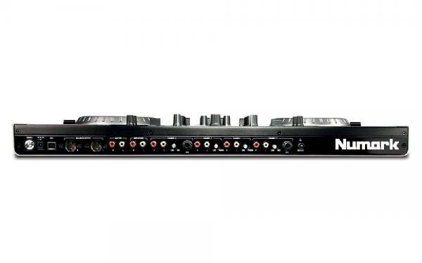 NUMARK NS6 on ammattitason DJ-kontrolleri sisäänrakennetulla 4-kanavaisella mikserillä!ilmainen SERATO DJ intro päivitys! Numark NS6 on ammattitason DJ-kontrolleri sisäänrakennetulla 4-kanavaisella mikserillä, joka tomiii myös ilman tietokonetta.  Varustettu 24-bittisellä äänikortilla ja korkealaatuisilla 6