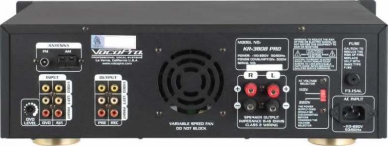 VOCOPRO KR-3808 PRO 300W Viritinvahvistin Digital Karaoke Mixing Amplifier, Karaoke-Mikserivahvistin sävelkorkeuden säädöllä sekä radiolla! KR-3808 PRO on digitaalinen karaoke-vastaanotin, jossa sisäänrakennettu AM / FM-viritin, jonka avulla voit kytkeä jopa kolme AV-laitetta (DVD, CD-soitin, jne.) sekä kolme mikrofonia kerralla. laitteessa on myös kätevä 1/8