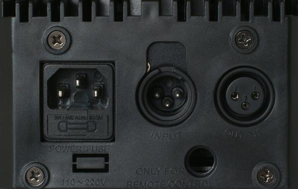 BEAMZ MHL-108 Mini Moving Head 18x 3 W RGB LEDeillä, Mini LED Moving Head Black! Led kykenee tuottamaan uskomattoman tehokaan valon, joka soveltuu musiikkibaareihin, clubeihin, discoihin, DJ-keikoille sekä live artisteille suuresta tehosta johtuen. Teho vastaa n. 500W perinteistä heitintä. Mitat 180 x 165 x 240mm sekä paino 3.1kg.