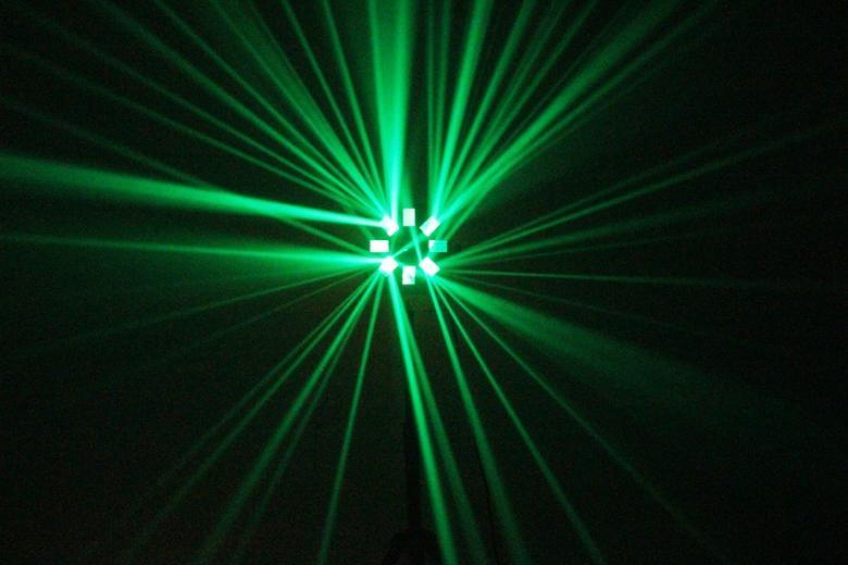 BEAMZ Acis LED MKII 6-Way Effect 10W LED-valoefekti!Pitkä LEDien käyttöikä 50000- 100000 tuntia, ei lamppujen vaihtoa! Myös keikkailevat tiskijukat sekä clubit voivat ottaa helposti tämän tyyppiset valot käyttöönsä. Kytke vain virta ja monipuoliset musiikin kanssa ohjatut ohjelmat saavat tanssilattiasi elämään!Mitat220 x 220 x 260 mm sekä paino 2.2kg. 8- DMX kanavaa, sekä kahdeksan linssiä.