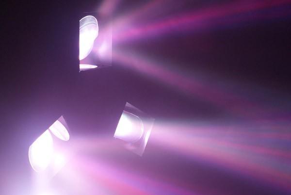 BEAMZ Triple Flex Centre LED Pro 72 LED RGB DMX, Effect with LED technology, LED-valoefekti!Uudet LED efektit korvaavat perinteiset Flower efektin monipuolisuudellaan. Nämä laitteet soveltuvat semi pro sovelluksiin esimerkiksi ravintolaan, jossa käyttö on 2-3 kertaa viikossa.