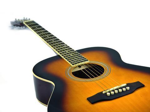 DIMAVERY AW-303 Akustinen kitara teräskielillä, sunburst 4/4. Hintalaatusuhteeltaan kertakaikkiaan loistava sunburst. Soveltuu aloittelijalle tai jo jonkin verran kitaraa soittaneelle. Upea maalaus ja loistavasti lakattu pinta, vaikka seinälle katseenvangitsijaksi, mukana kuljetuspussi. Kaula vaahteraa, otelauta ruusupuuta, pituus 980mm.