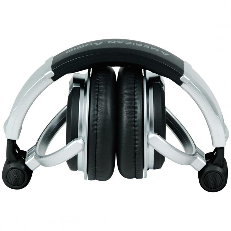 ADJ HP700 Ammattitason DJ-kuulokkeet 3500mW. Loistavan kuuloiset DJ-kuulokkeet. Soveltuu myös kotikuunteluun. Potkaisee tyylillä! DJ äänen toistavat HP700 PRO kuulokkeet ovat suunnitellut äänentoiston herruuteen, HP700n avulla voit tutustua koko äänen kirjoon, matala jyrinä, johdonmukainen keskialue aina rapeasti toistuva huippuihin. Erittäin paksut tyynyt koteloivat korvia, kun taas leveä säädettävä sanka takaa huippu istuvuuden.Oikeasti, hanki nämä..!! Potkua piisaa ja soundi kohdallaan