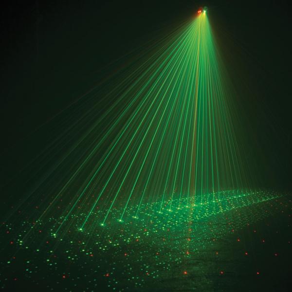 AMERICANDJ Saatavuus ei tiedossa...Micro 3D Laser, vihreä laser 30mW ja punainen laser 80mW, kauko-ohjattava (ohjain mukana).! Todella upea laser valoefekti punaisella ja vihreällä laserilla.  Tässä upeassa punaisen ja vihreän yhdistelmä laserissa on kaukoohjain jonka avulla voit muuttaa pyörimissuuntaa, valita yhden tai kaksi väriä, käyttää musiikin mukaan tai automaatilla. Saat myös laitteen päälle ja pois vain kaukosäädintä klikkaamalla.