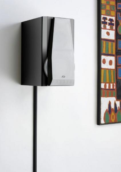 POISTO Bosscom Kaapelisuoja halkaisija 80mm Musta 1,5m pätkä, Cable Cover 80mm, 1,5m.Bosscom tarjoaa laajan valikoiman laadukkaita kaapelisiltoja/ suojia, joita voi käyttää lattiassa seinässä ja katossa. Tuotteet ovat erittäin kestäviä ja pinnotteita on useissa eri väreissä. Useita tuotteita saatavilla heti ja erikoisväreissä on noin 1- 2 viikon toimitusaika. Laita kaapelit piiloon tyylillä! Eri kokoja saatavilla, tässä yleisimmät leveydet.