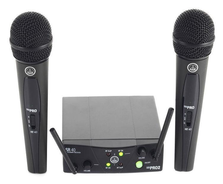 AKG WMS40 Mini 2 Vocal set DUAL langaton mikrofonijärjestelmä kahdella mikrofonilla. DUAL ISM 2 864,375 MHz and ISM 3 864,850 MHz. Nyt pläjähti AKG:ltä taas ratkaisu siihen langattomien kuumimpaan sarjaan! Langaton radiotaajuuksilla toimiva mikrofonisetti, joka soveltuu tiskijukalle, juontajalle tai vaikkapa karaokeen. Setissä mukana käsimikrofoni ja vastaanotin. Tarvitset lisäksi kaapelin kytkentää varten, ulostulo 6,3mm plugilla (jack). Pitkä toiminta aika yhdellä paristolla, jopa 30 tuntia, voidaan myös käyttää ladattavia paristoja AA! Ulostulo 6.3mm jack plugilla, kaapeli ei sisälly hintaan, mukana 2kpl AA paristo.
