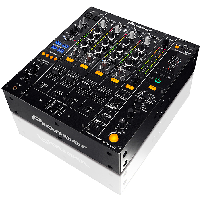 PIONEER DJM-850K DJ-mikseri, huippuluokan digitaalisessa mikserissä tulevaisuuden teknologia yhdistyy DJ-suosikkiominaisuuksiin. Liitä ja käytä esiasennettuna ja esimääritettynä. Mikserin studiotasoisia efektejä voi käyttää painikkeen painalluksella, ja se tarjoaa loputtomia luomismahdollisuuksia sekä ennen kokemattoman DJ-elämyksen.Beat-väriefekti on ensimmäinen laatuaan. Sidechain-efekti vie ohjauksen uudelle tasolle. Beat-efekti ikään kuin