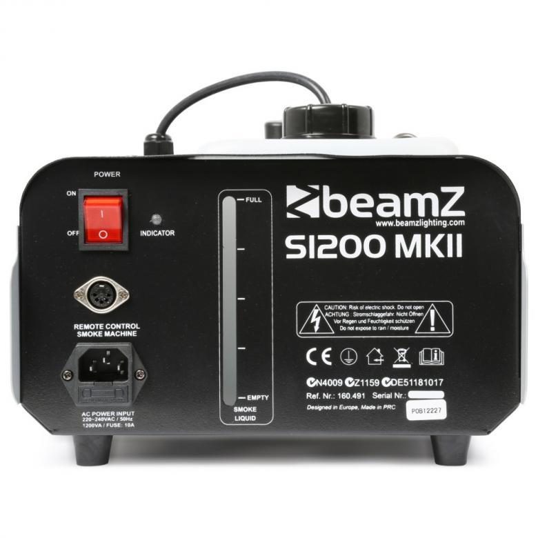 BEAMZ S1200 MKII Savukone suurella tuotolla 215m³ minuutissa. Tehokas savukone 1200W lämmittimellä sekä ajastin ohjaimella. Savun tuotto on keskisuuri. Soveltuu clubeihin, pubeihin, tiskijukille, bändeille.. tms siirrettävään tai kiinteään käyttöön! Kauko-ohjaimessa viiden metrin kaapeli. Lisää vain neste ja laite on muutaman minuutin kuluttua valmis käyttöön. Mitat  335 x 260 x 230mm sekä paino 3.5kg.