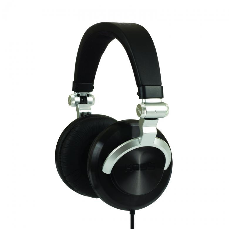 KOSS PRO DJ100 DJ kuuloke Monitoring Oscillating Headphones. DJ-käyttöön suunnitellut huippukuulokkeet. 10 - 25 000 Hz:n taajuusalueen Pro DJ-100 -kuulokkeet toistavat tarkkaa ja tasapainoista ääntä kaikissa olosuhteissa. DJ-käyttöön suunnitelluissa Pro DJ-100 -kuulokkeissa on erittäin kätevät 180° kääntyvät kuulokeosat. Pehmustetun sangan ja korvatyynyjen ansiosta nämä kuulokkeet ovat sekä kestävät että miellyttävät käytössä. Kullatun jack 3,5/6,35 mm:n liittimen ansiosta vältetään hävikkiä. Monikäyttöiset Kossin langalliset Pro DJ100 kuulokkeet voidaan helposti yhdistää Hi-Fi-sarjaan tai digitaaliseen soittimeen.