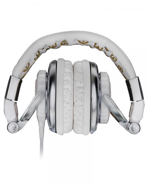 AERIAL7 Tank PLATINUM, valkoinen- kulta DJ kuuloke!Todellista tyyliä upealla designilla. Potkaisee tyylillä! DJ äänen toistavat TANK kuulokkeet ovat suunnitellut äänentoiston herruuteen, TANK in avulla voit tutustua koko äänen kirjoon, matala jyrinä, johdonmukainen keskialue aina rapeasti toistuva huippuihin. Erittäin paksut tyynyt koteloivat korvia, kun taas leveä säädettävä sanka takaa huippu istuvuuden.