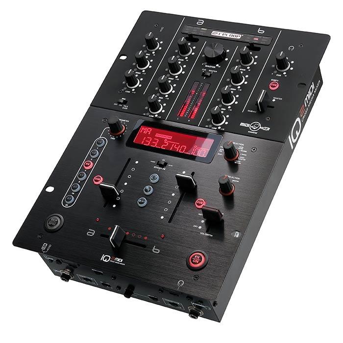 RELOOP Hybrid Battle Pack - 2x RP-8000 M3D DJ Levysoitin + IQ2 MIDI Mikseri. <b>RP-8000:</b> Yhdistää modernin DJ-teknologian edistyneeseen levysoittimeen. Monikäyttöisillä padeilla pääset käsiksi CUE-pointteihin, luot ja käynnistät looppeja, vaihdat kontrollimoodien välillä, käsittelet sample-deckkejä, ihan mitä vaan… Luovat mahdollisuudet ovat rajattomat. <b>IQ2 MIDI:</b> Digitaalinen DJ mikseri USB interfacella. Varustettu DSP efektiikalla. Täysi MIDI kontrolli. Sisältää ASIO/CORE audio ajurit.