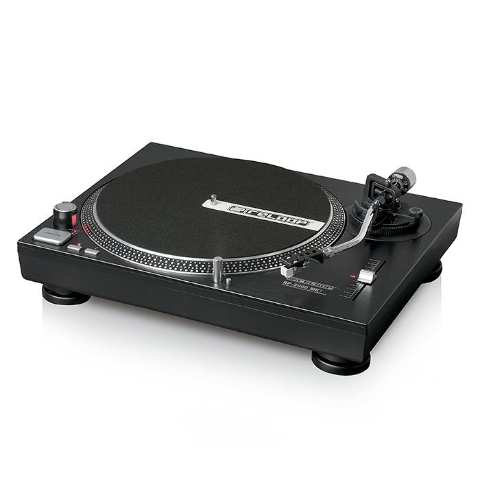 RELOOP RP-2000 mK3 DJ & kotilevysoitin, suoravetoinen, nopeudensäädöllä, sis Audio Technica 3600 rasia+ neula! todella laadukas suoravetoinen levysoitin joka käy kotiin, dj käyttöön, minne vaan missä halutaan soittaa vinyyliä. Laite on erittäin jykevä, paino 9,5kg.